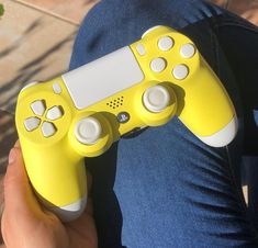 Cool Ps4 Controllers, Ps4 Controller Custom, Game Controller, Gamer Setup, Gaming Room Setup, Pc Setup, Control Playstation, Playstation Games, Xbox