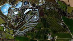 The Eden Project in Cornwall. Si tratta (vedi Wikipedia) di un complesso turistico in Cornovaglia con due delle più grandi biosfere al mondo. All'interno si trovano oltre 100.000 piante provenienti da tutto il mondo... due strutture a cupola in acciaio e plastica che permettono al loro interno di emulare due biomi molto diffusi, quello mediterraneo e quello tropicale, attraverso un complesso sistema di condizionamento e controllo termico