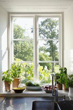 Cottage Kitchens, Home Kitchens, Estilo Country, Country Interior, Interior Decorating, Interior Design, Slow Living, Interior Exterior, Cozy House