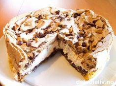 Himmelsk marengskake - tips fra Cecilie B :) Pudding Desserts, Cookie Desserts, Australian Sweets, Merengue Cake, Sweet Recipes, Cake Recipes, Norwegian Food, Danish Food, Desert Recipes