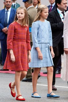 Spanish Royals Attend The National Day Military Parade Princess Outfits, Prince And Princess, Vestidos Color Blanco, Estilo Real, Queen Letizia, King Queen, Cute Dresses, Meghan Markle, Daughter