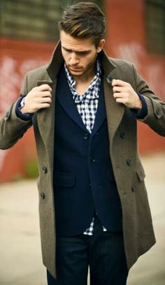 Love this look:: Navy Jeans — Navy Blazer — White and Navy Gingham Longsleeve Shirt — Olive Pea Coat Mode Masculine, Sharp Dressed Man, Well Dressed Men, Mode Man, Herren Outfit, Fashion Mode, Style Fashion, Fashion Menswear, Fashion Styles