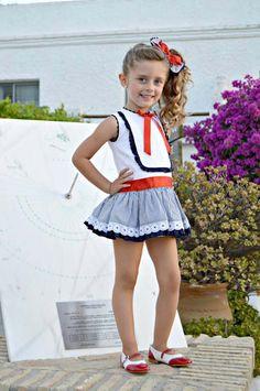 Vestido de niña, en talle bajo. Marinero. Colección Martina. Primavera verano. Wr Boutiques. Disponible en www.azulylimon.com #vestidoniña# #vestidomarinero# #verano#