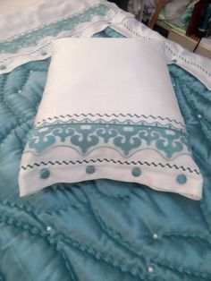 Moda Emo, Interior And Exterior, Comforters, Bed Pillows, Pillow Cases, Projects To Try, Old Things, Karma, Collection
