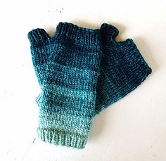 Free pattern on Ravelry! Gradient mitts by Krista McCurdy