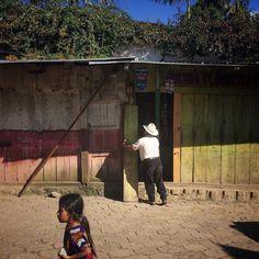 Abriendo la tienda. // Opening the store. Chajul Quiché Guatemala. 2015. Foto: James Rodríguez (@mimundo_org) #everydayeverywhere #everydaylatinamerica #everydayguatemala #chajul #ixil #quiche #tienda #store #guatemala by everydaylatinamerica