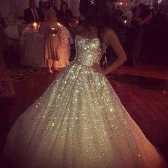 ohhhhh eeeemmmmmm ggggeeeeeee I am loving this Glitter Wedding Dress