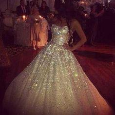 ohhhhh eeeemmmmmm ggggeeeeeee I am loving this Glitter Wedding Dress