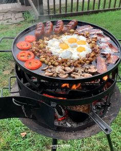 Fire Cooking, Outdoor Cooking, Breakfast Skillet, Grill Breakfast, Breakfast Platter, Summer Grilling Recipes, Healthy Grilling, Campfire Food, Baked Beans