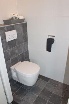 Met eentijdloze badkamer kunt u weer jarenlang genieten van uw nieuwe badkamer, zonder dat u snel op uw keuze raakt uitgekeken. Door de juiste combinatie van materialen en kleuren is de tijdloze badkamer een plek van rust en ruimte. Een heerlijke badkamer om te ontspannen! Bekijk onze foto's voor meer inspiratie of kom langs in …