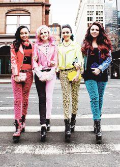 las chicas caminando XD