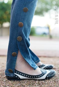Good idea for upcycling my old stuff Freckles in April: DIY Knockoff Chanel Pants Diy Jeans, Diy Ripped Jeans, Sewing Jeans, Diy Fashion, Teen Fashion, Teenager Fashion, Junior Fashion, Fashion Edgy, Runway Fashion