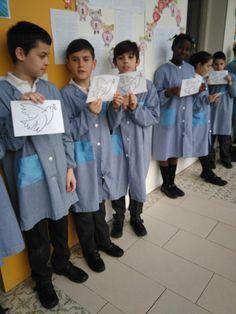 Alumnes de Primària celebrant el dia de la Pau i la no Violència