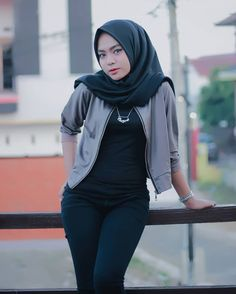 Muslim Beauty, Girl Hijab, Beautiful Hijab, Hijab Fashion, Amazing Women, Lady, Womens Fashion, Collection, Model