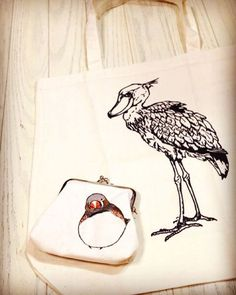 Shoebill bag & Zebra finch pouch  昨日、渋谷で用事がてら、ハンズの「インコ展・シブヤ トリトブ部屋」と青山バードモアの「キンカカーニバル」へ行きました。  見るだけと思っても、なんかしら連れ帰ってしまいます  #bird #鳥 #ハシビロコウ #Shoebill #キンカチョウ #zebrafinch #bag #エコバッグ #pouch #ガマグチ #ポーチ