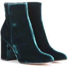 Gianvito Rossi Rolling 85 Velvet Ankle Boots (32.735 RUB) ❤ liked on Polyvore featuring shoes, boots, ankle booties, ankle boots, booties, heels, green, short boots, green booties and gianvito rossi