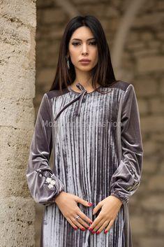 Modest Fashion, Women's Fashion Dresses, Hijab Fashion, Modest Wear, Modest Dresses, Velvet Dress Designs, New Years Dress, Velvet Fashion, Mode Hijab