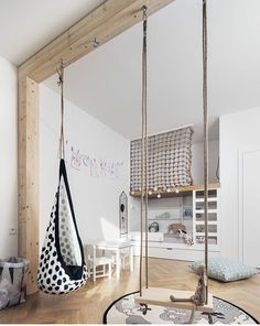 Modern children's room where the design of the bed makes the difference: 18 ideas - :Wohnen mit Kindern - Kids Playroom İdeas Swing Indoor, Indoor Hanging Chairs, Indoor Jungle Gym, Indoor Tents, Indoor Playhouse, Porch Swing, Room Ideias, Kids Room Design, Playroom Design
