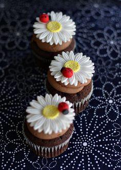 Fondant Daisy with Ladybug Flower Cupcake by parkersflourpatch