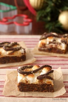 Don't have the time (or energy) to decorate gingerbread men? Gingerbread S'mores Cookie Bars are quick to make and will put you in the Christmas spirit in no time #BRMHolidays