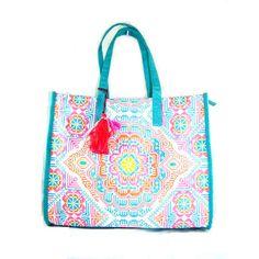 Bolso de mano Formentera: en lienzo 100% algodón. Estilo ibicenco. De venta en www. miara. es, puedes consultarnos a través de info@miara.es o por tlf. 661 25 38 59 (gastos de envío gratuitos, garantía de devolución y obsequio con el pedido). Colores flúor. Estampado geométrico. Cierre y compartimentos con cremalleras. TALLA: 42CM X 35CM X 16CM.  #shopping #fashion #moda #modaibicenca #trends #bags #cotton #bolsos  #estiloetnico  #bolsoshopping #handbags #fashionaccesories #womenaccesories