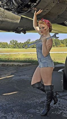 Aviation et Pinup ! - Page : 196 - Salon de discussion - FORUM Les clubs Rockabilly Style, Rockabilly Girls, Military Pins, Military Art, Pin Up Girl Vintage, Estilo Pin Up, Concours Photo, Pin Up Posters, Pin Up Photography