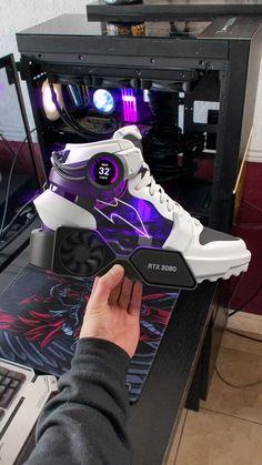 Futuristic Shoes, Futuristic Technology, Cool Technology, Technology Gadgets, Tech Gadgets, Computer Gaming Room, Gaming Setup, Gadgets Techniques, Nouveaux Gadgets