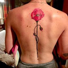 Tatouage fleur façon aquarelle