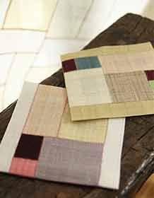 모시조각보차받침(네모의꿈) Korean Design, Fabric Storage Bins, Crazy Patchwork, Tea Cozy, Korean Traditional, Sachets, Small Quilts, Tea Accessories, Mug Rugs