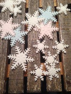 12 Edible fondant snowflakes by TheNewYorkCakepopery on Etsy