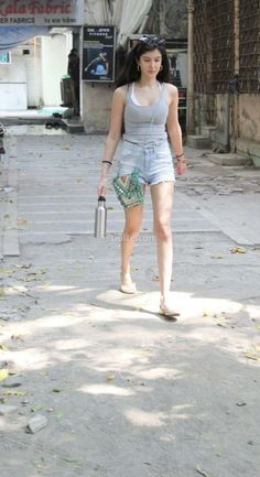 Sanjay Kapoor, Aesthetic Girl, Overall Shorts, Overalls, Beauty, Women, Fashion, Moda, Fashion Styles