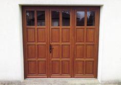 Porte de garage 3 vantaux avec 6 panneaux plate-bande par vantail, 2 carreaux par vantail et seuil plat aluminium