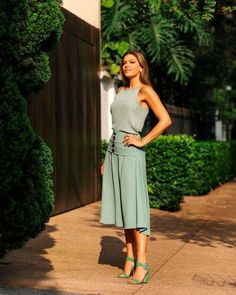 Verde Mint: A Tendência do Momento - Diário da Moda Green Fashion, Look Fashion, Office Outfits, Casual Outfits, Cool Summer Palette, Office Looks, Work Looks, Winter Fashion Outfits, Beautiful Outfits
