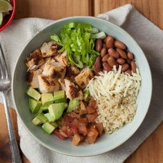 Chipotle Chicken Quinoa Burrito Bowl This chipotle-flavored burrito bowl recipe is even better than takeout and just as fast. Loading it with vegetables and using quinoa in place of rice adds nutrition for a healthy dinner. Lunch Recipes, Diet Recipes, Healthy Recipes, Recipes Dinner, Burrito Recipes, Cheap Recipes, Roast Recipes, Diet Meals, Cheap Meals