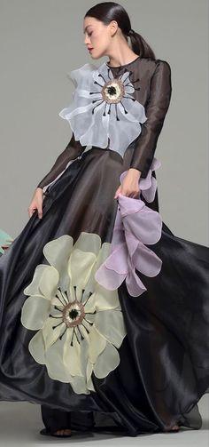 Floral Fashion, Look Fashion, Fashion Details, Timeless Fashion, Veronica Guerrero, Couture Dresses, Fashion Dresses, Fashion Illustration Dresses, Milan