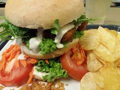 vegan NO fish burger , nieuw bij Vegaverso ! Ook nieuw op onze kaart: de brunchburger, peanutburger en double pepper :-)