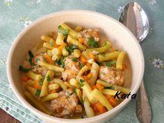 KataKonyha: Zöldbab egytál húsgolyókkal Pasta Salad, Cantaloupe, Bacon, Fruit, Ethnic Recipes, Food, Meal, The Fruit, Essen