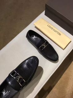 LV men @moccasin @casual#casual shoes#medusa@medusaLV路易威登男士休闲鞋豆豆鞋@驾车鞋#驾车鞋