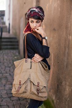 Love the head wrap and the oversized bag