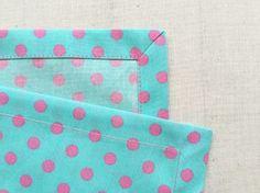 簡単きれい! 布の角をスッキリ仕上げる「額縁仕立て」の方法 - DIY・レシピ | tetote-note(テトテノート) Sewing Hacks, Sewing Crafts, Sewing Projects, Handmade Bags, Handmade Crafts, Cute Crafts, Diy And Crafts, Pochette Diy, Sewing Techniques