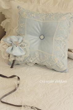 Dantelli takı yastığı ve lohusa tacı... Toss Pillows, Bed Pillows, Pip Studio, Bow Tutorial, Shabby, Quilted Pillow, Baby Room Decor, Baby Party, Bed Spreads