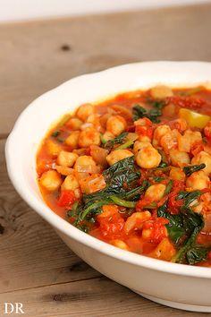 Plantaardigheidjes: Marokkaanse kikkererwten met spinazie en tomaten Veg Recipes, Vegan Recipes Easy, Vegetarian Recipes, Cooking Recipes, Chickpea Recipes, Recipies, Tempeh, Tofu, Tajine Vegan