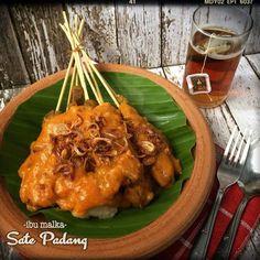 Sate Padang Indonesian Cuisine, Vietnamese Cuisine, Indonesian Recipes, Sate Padang, Asian Recipes, Healthy Recipes, Asian Foods, Yummy Recipes, Skewer Recipes
