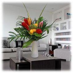 Estupendo ramo de flores tropicales, que da un tono de alegria a nuestros espacios.