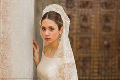 El arte de la mantilla y sus usos para Encarnita es una autentica exigencia interior que refleja en cada una de sus creaciones. http://www.mantillasyvelosdenovia.com
