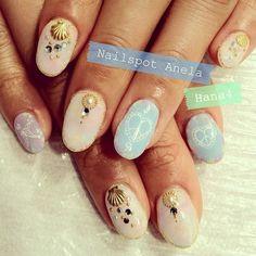 Hawaiiで結婚式を上げるお客様のブライダルネイル 貝パーツを使って華やかに! #nail #nails #nailart...