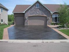Have Stamped Concrete Patterns In Your Compound We love concrete inspiration! Diy Stamped Concrete, Stamped Concrete Patterns, Concrete Design, Decorative Concrete, Stained Concrete Driveway, Concrete Driveways, Walkways, Concrete Backyard, Modern Driveway