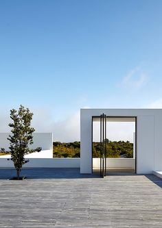 Julian Treger's Plettenberg Bay house is designed to choreograph a carefully conceived entrance sequence. 'Because you have this incredible view, what we wanted to do was not give that away immediately,' says architect Christiaan van Aswegen; Minimal Architecture, Contemporary Architecture, Interior Architecture, Interior And Exterior, Modern Interior Design, Ibiza, Archi Design, Modern Architects, Beautiful Buildings