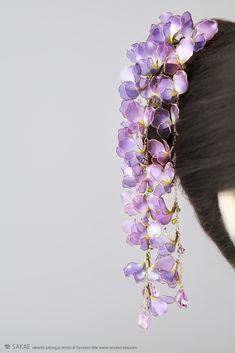 2018 藤簪【 胡蝶藤 】Wisteria - Kanzashi, hairstick, headpiece, hairornaments, headdress - by Sakae, Japan Photo by Ryoukan Abe (www.ryoukan-abe.com)   Facebook ▶http://www.facebook.com/KanzashiSakae.fanfan  Flickr ▶http://www.flickr.com/photos/sakaefly