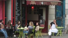 Oletko lähdössä matkalle? Haluatko oppia kielen alkeet nopeasti? Pikavisiitti on tiivis paketti, josta saa Ranskan kieli- ja tapatietoa: kuinka selvitä kaupassa, ravintolassa, kaupungilla, lippuluukulla… Pari ranskan sanaa riittää – et voilà! Kielten taitotasoasteikolla pikavisiitti sijoittuu tasolle A1.